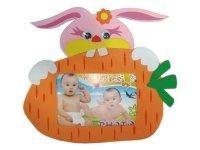 7002 Рамка для фотографий с фигурками ( заяц с морковкой) ( мягкий пластик ) 10х15